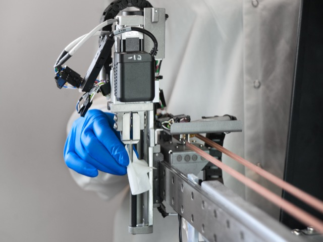 Cleaning the CH Reagent Gripper Puncture Device Video